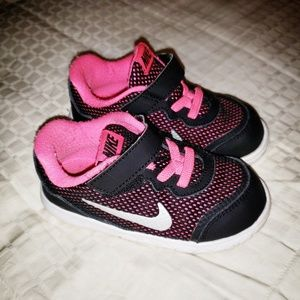 Nike girls shoes sz 7